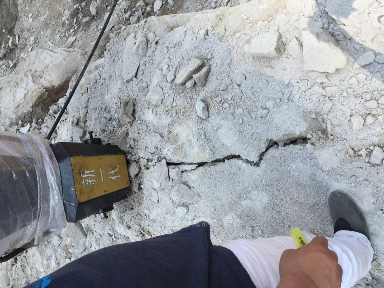 开采花岗岩矿山石料劈裂机多少钱一套