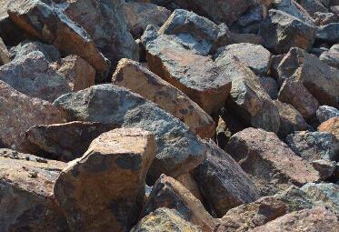 国内钢价延续跌势 铁矿石市场震荡趋强